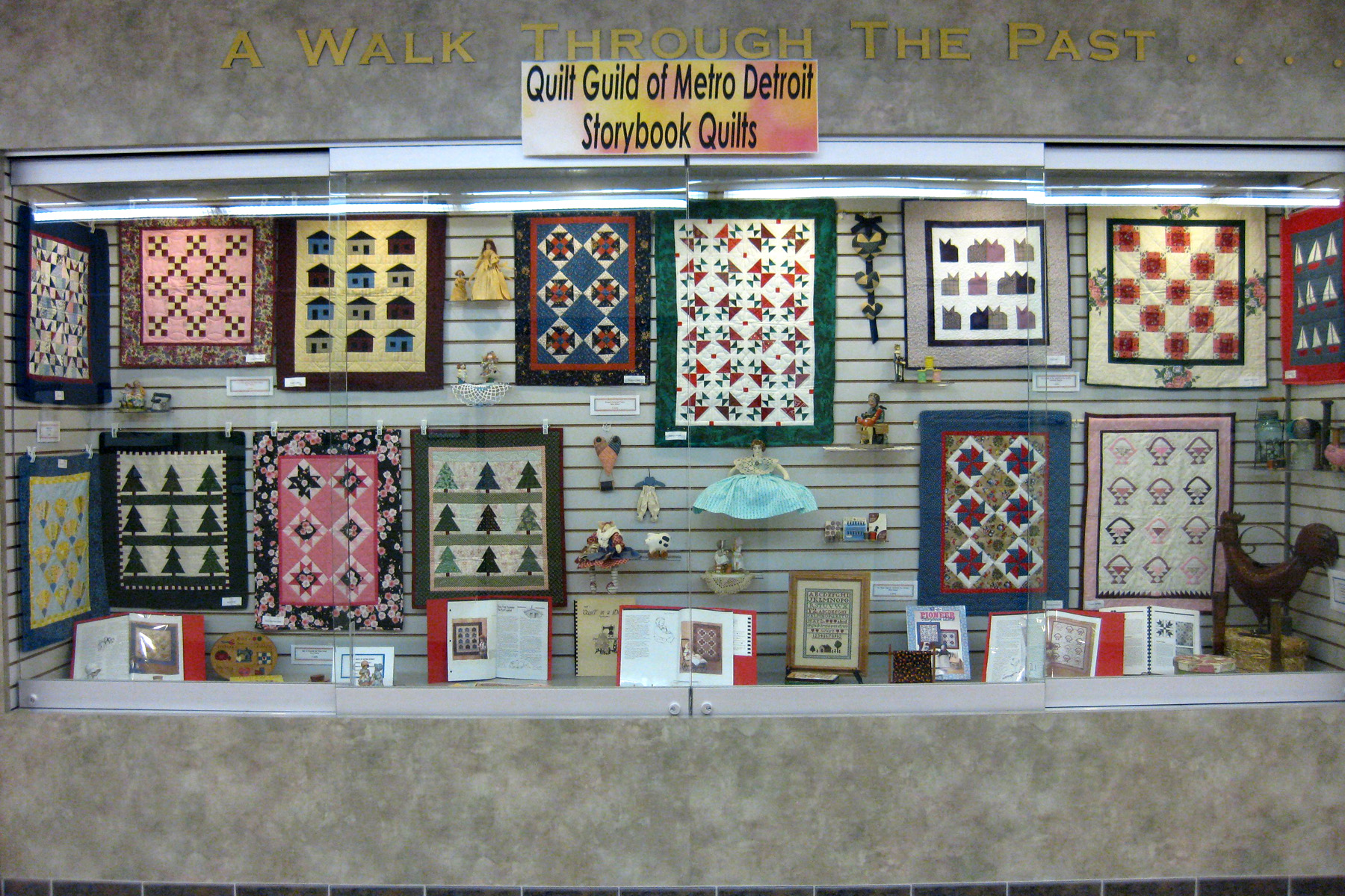 QGMD - Storybook Quilts : quilt display cases - Adamdwight.com